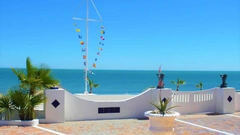 Beach Condo 2, Romantic Getaway, Rejuvenating!