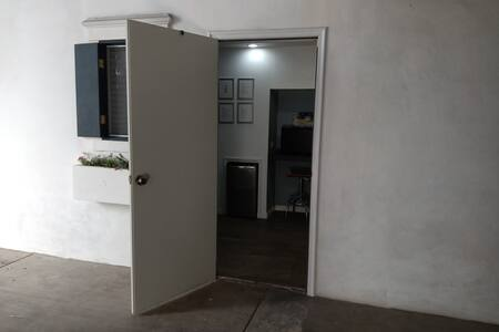 la puerta mide 90cm