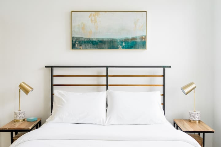 Queen bed with 100% organic cotton sheets