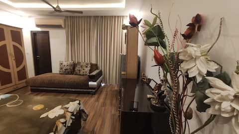 Luxuriöse Ein-Zimmer-Privatwohnung, Riesige Terrasse