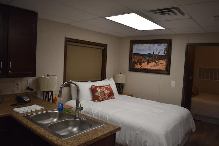 Luxury Mining Cabin with full kitchen 1