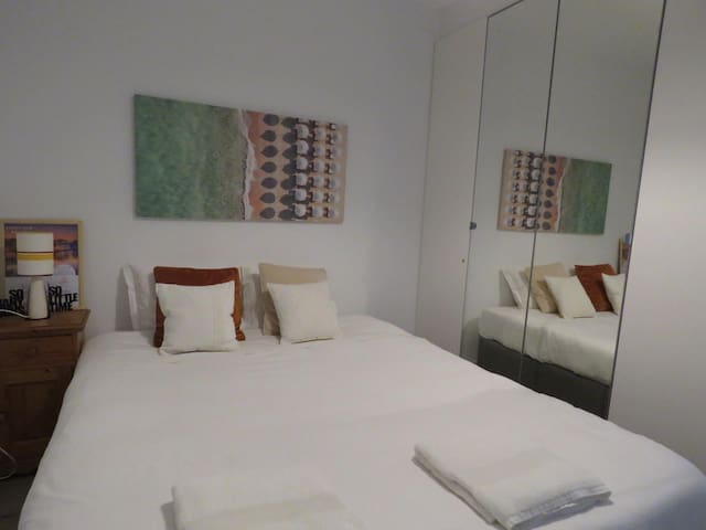In this comfortable bed you'll be able to enjoy the quiet rest you deserve to get ready for another marvelous day in Aveiro!