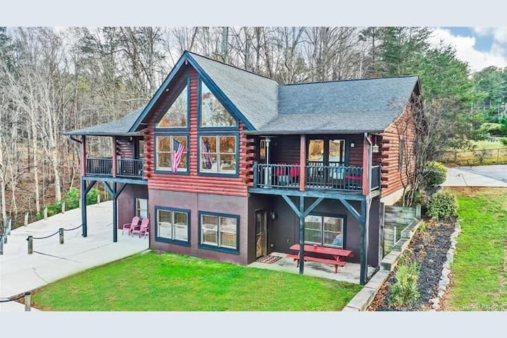 Cozy Log Cabin at Lake Norman LKN-featured on TLC