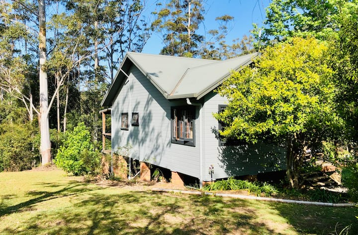 Gypsy Falls Retreat - Azure Cottage (20 acres)