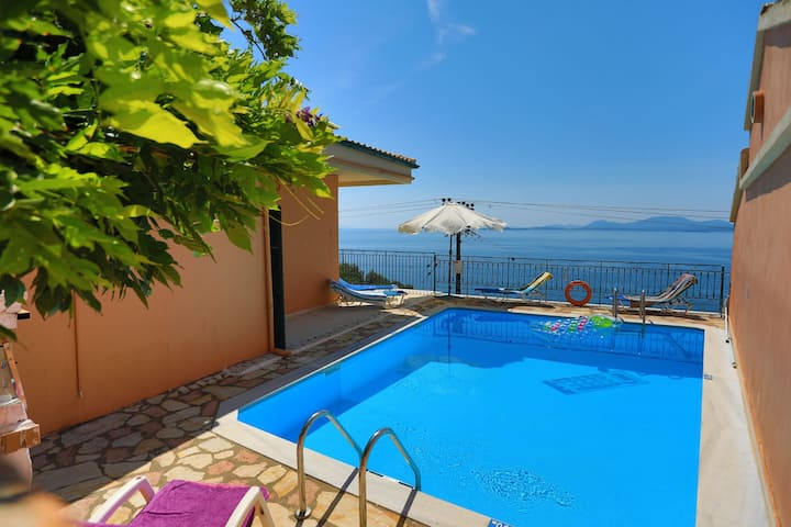 Villa Ariadni: Private pool, stunning sea views