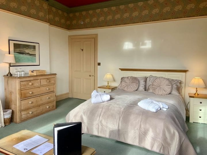 Water-Cum-Jolly B&B Room in Cressbrook Hall