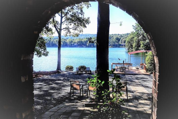 Waterfront Villa & Pontoon Boat - Gold Star Winner