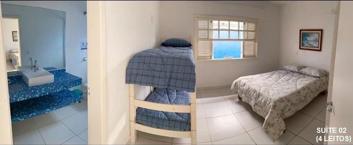 Suíte Plus 02 - Foto panorâmica - 20 mts2 - 01 cama de casal - 01 beliche - (04 leitos)