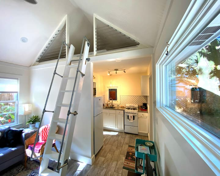 Zen Tiny  House in Old Village – Close to Beach!
