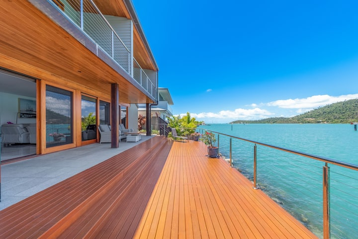 14 The Cove - Waterfront Whitsunday Home