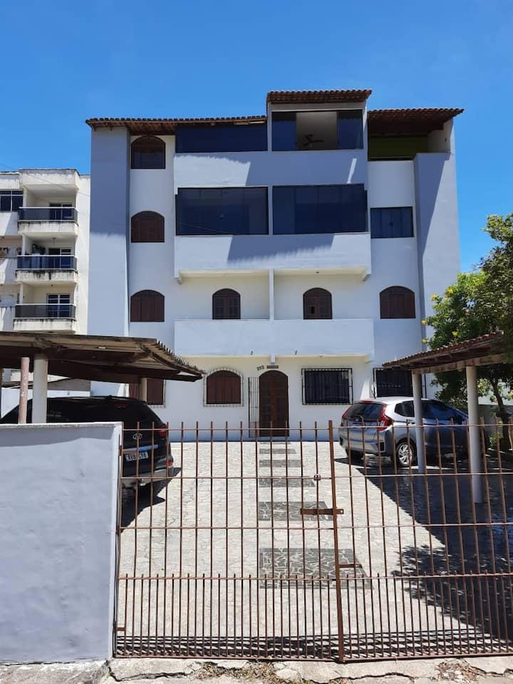 Apartamento com varanda e wi-fi em Piúma