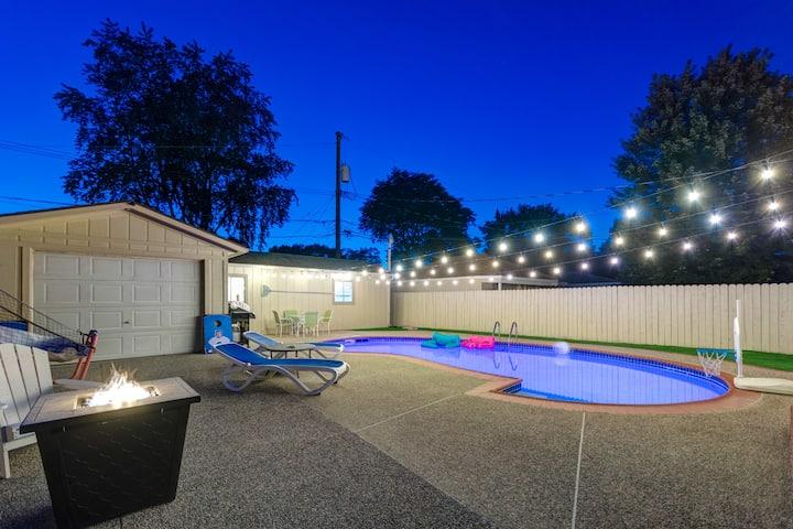 Blue lagoon of Royal Oak w/ heated pool & sauna
