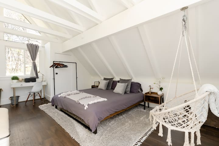 King bed in Master loft bedroom