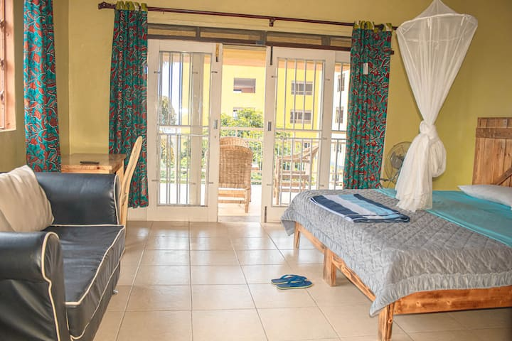 WELO INN-5MINS WALK TO ACACIA MALL (MULAGO HILL)