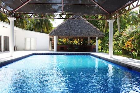Luxury Chalet - Casa Paraíso - Best in Town!!
