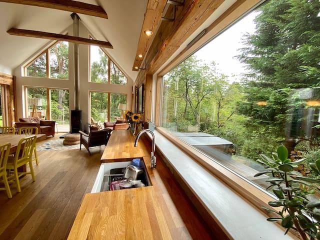 An Cala, forest/river views, hot tub, Nethybridge