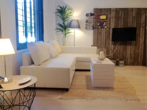 Charming flat in City Center. Pool & Free Parking