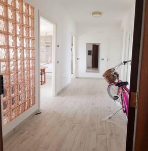 As u enter the flat. Korridor.