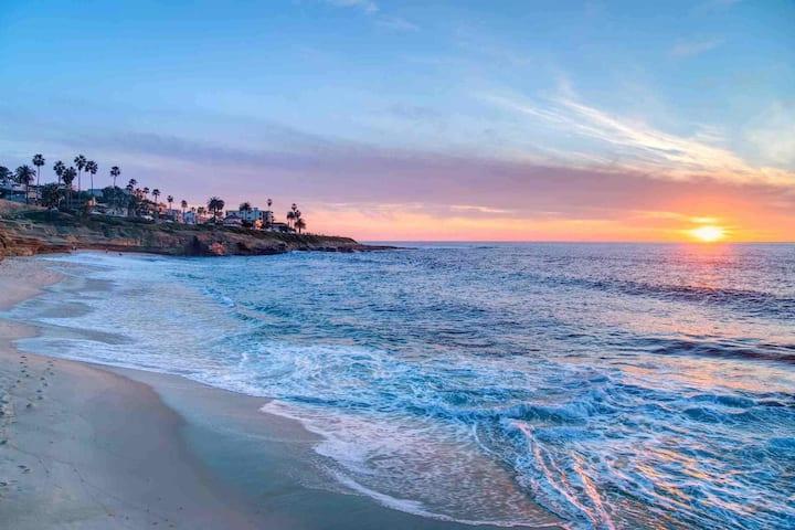 La Jolla Beach Cottage Gem
