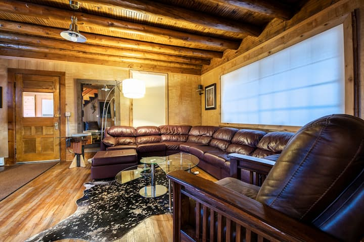 The Park Place, 119 year old log home, downtown GL