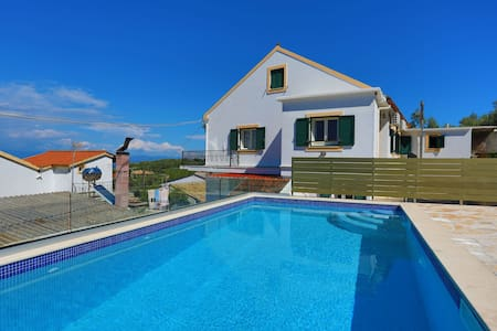 Thea Antonis: Amazing sea views, Private Pool, A/C