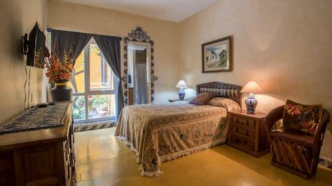 Double bed, ensuite bathroom Vista Bugambilia. #2
