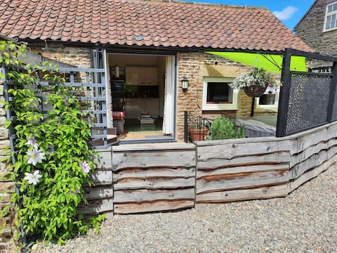 Larch Cottage (dog Friendly) with Hot Tub