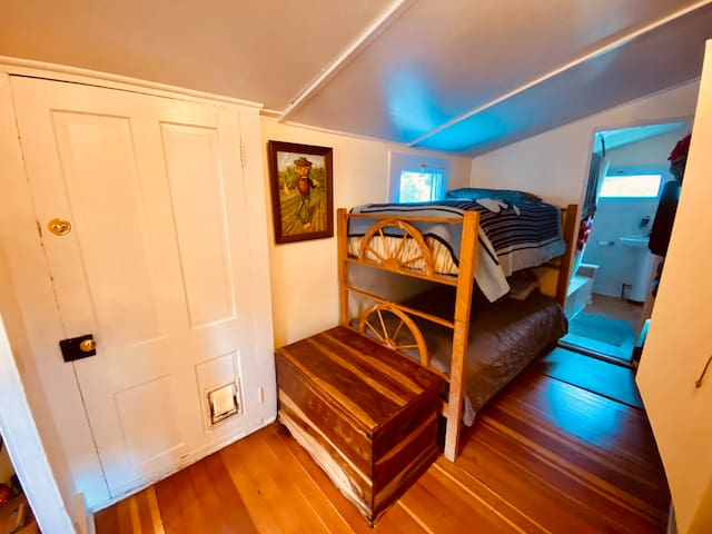 Third bedroom with twin bunk beds
