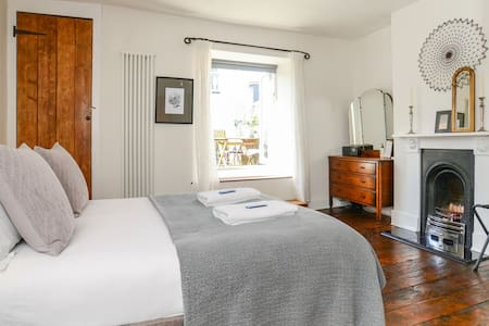 Boutique cottage in the heart of vibrant Totnes!