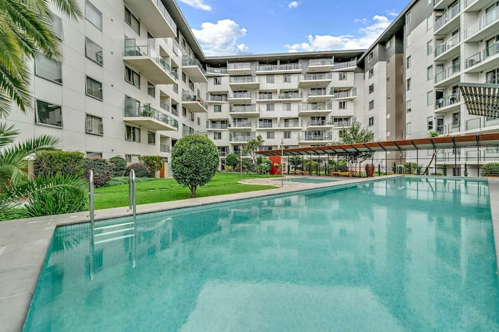 Modern Apartment in CBD with Pool+BBQ+Free Parking