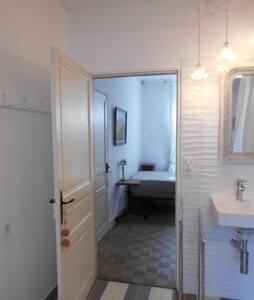 passage 80 entre salle d'eau et chambre