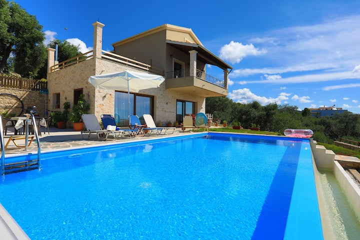 Villa Dersea: Pool, Sea and Sunset views, A/C