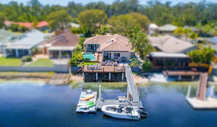 Maroochy Shores | Waterfront family home