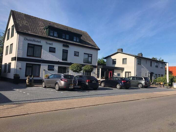 DuinHotel Texel ligt in De Koog.