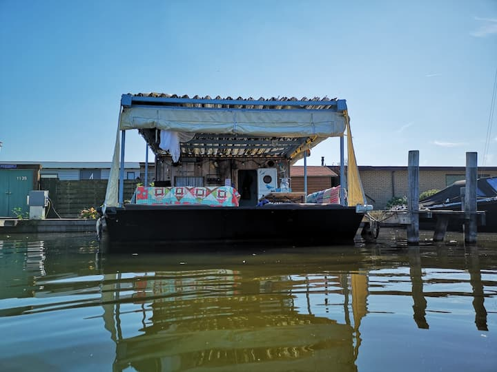 Houseboat loosdrecht near Amsterdam and Utrecht