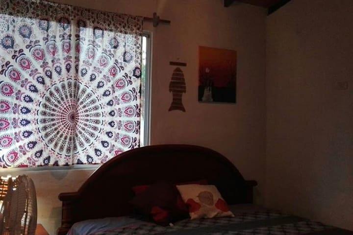 habitación # 2,  cama  3 plazas y cama 1 1/2 plazas.
