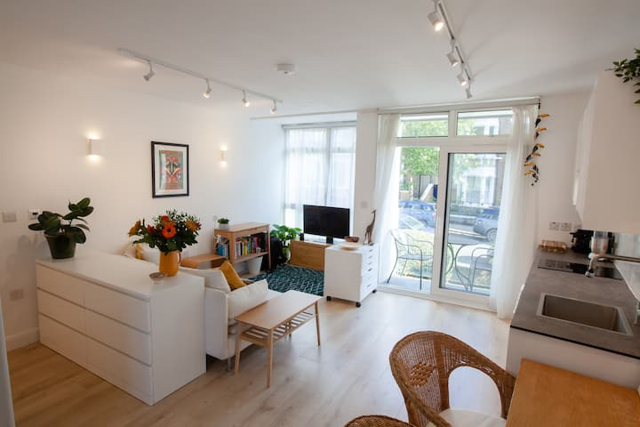 Bright & Airy Studio Apartment by Hampstead Heath