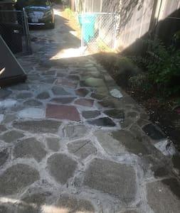 Ei askelmia kuljettaessa ulko-ovelle