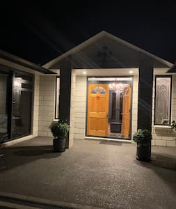 Main entrance to Arohanui BnB. You can drive to the door with parking outside your suite.
