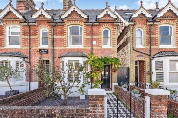 Victorian House with annex near Goodwood shuttle