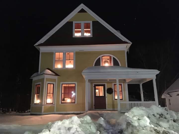 Main St. Stowe | Fireplace | Fire Pit | Fast WiFi
