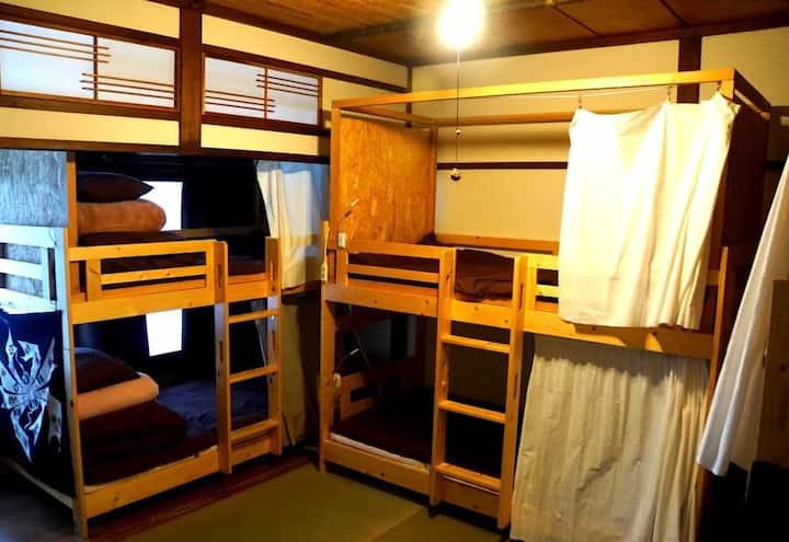 Kadoya Backpackers Base -dormitory room2