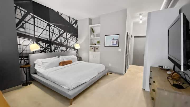 FREE TV 30+ Day Stay, KING BED Loft at SANTANA ROW