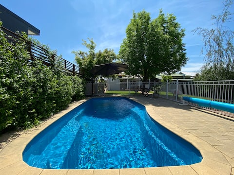 Central Wagga House and Pool