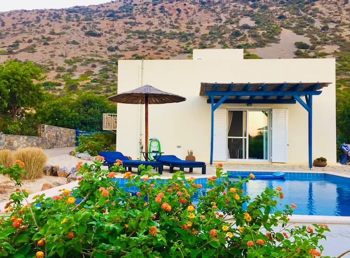 Villa with sea view & private pool, Plaka, Elounda