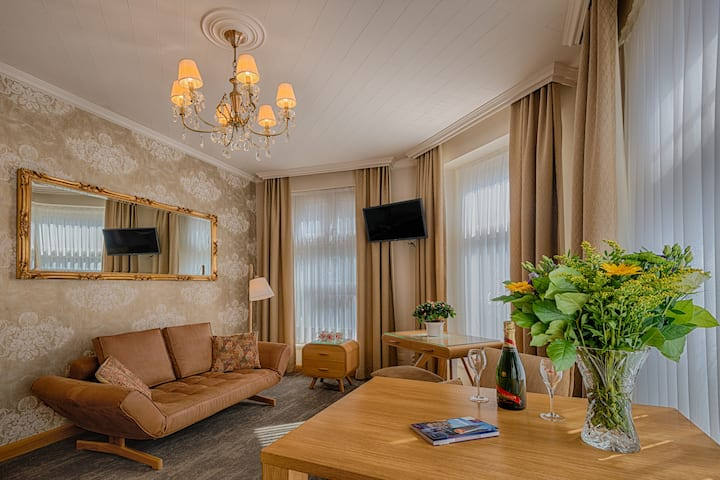 Romantic Suite de luxe with breakfast (parking)