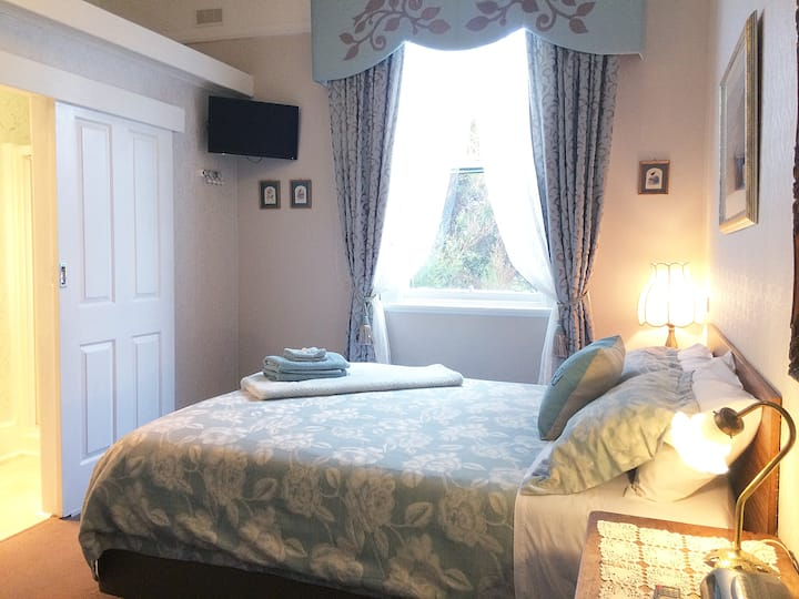 Room 2 with ensuite in Strahan Guest House