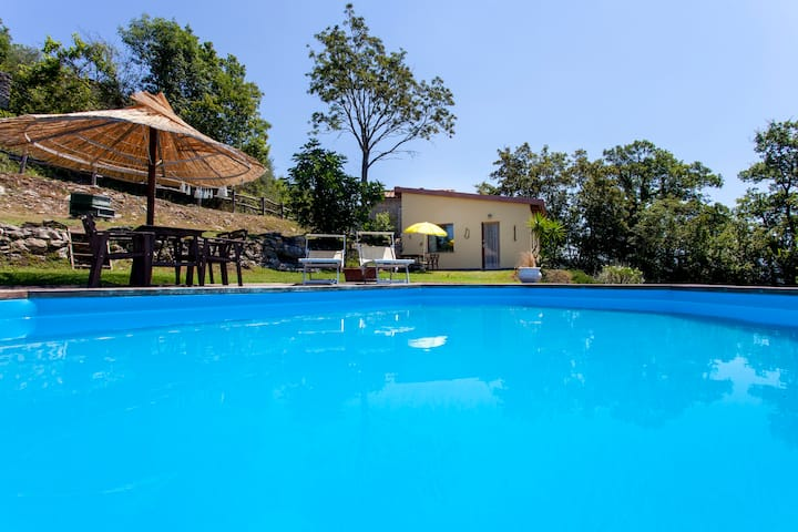 COUNTRY HOUSE VILLA CON PISCINA IN ZONA COLLINARE