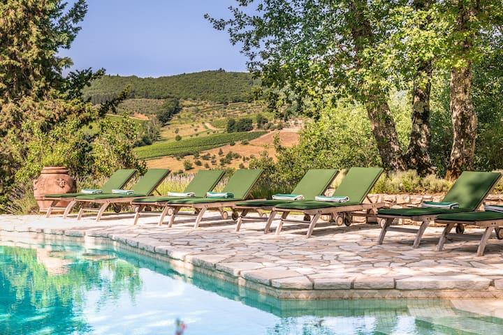 VILLA SARA Gracious Vineyard Residence