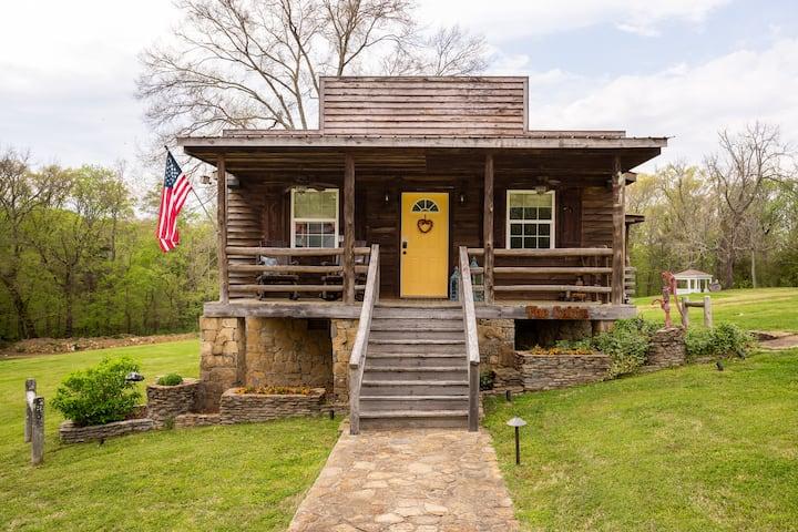 Private Cabin-Prime Location!